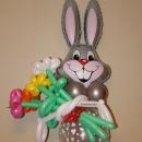 Заяц с букетом